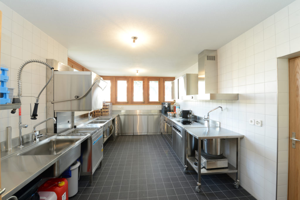 Küche neben dem Saal